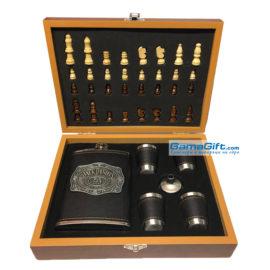 Луксозен подарък за мъж - шах + асортименти за вино